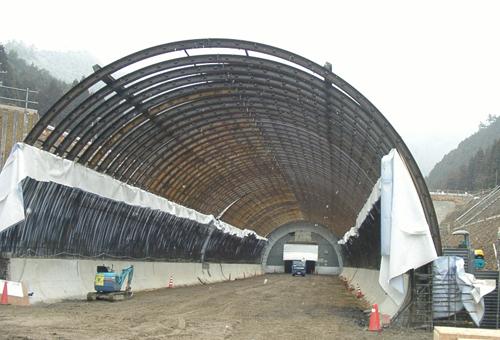 鐘ケ坂トンネル 鋼製支保工